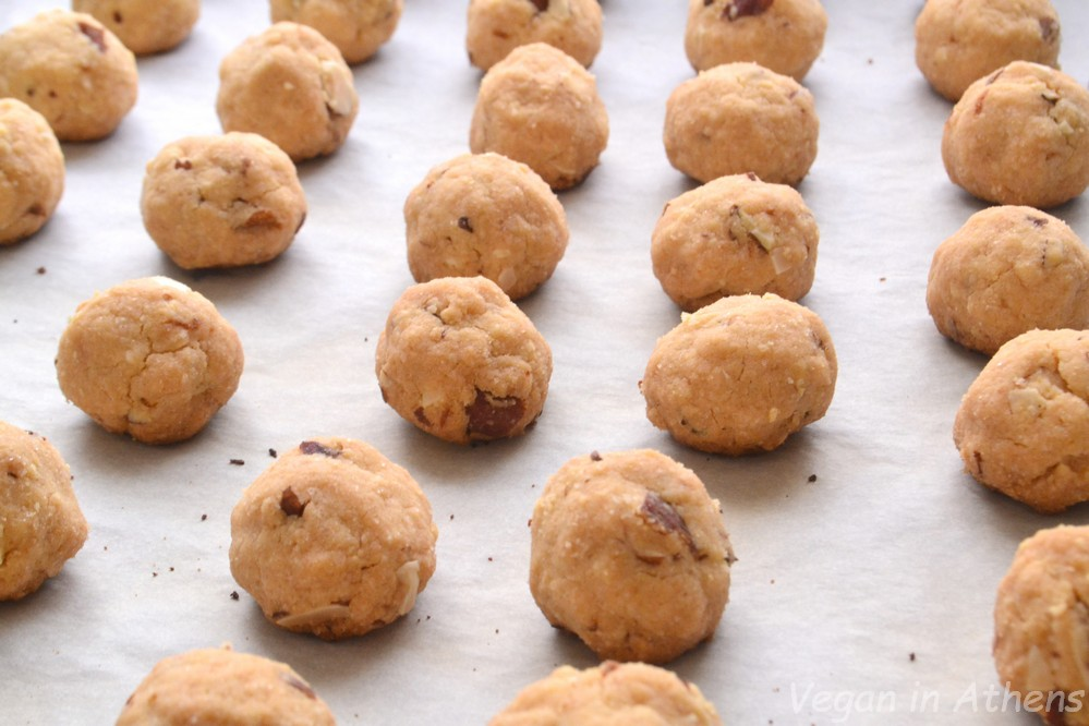 Vegan and gluten free almond kourambiedes - Βιγκαν κουραμπιέδες χωρίς γλουτένη - Vegan in Athens 5